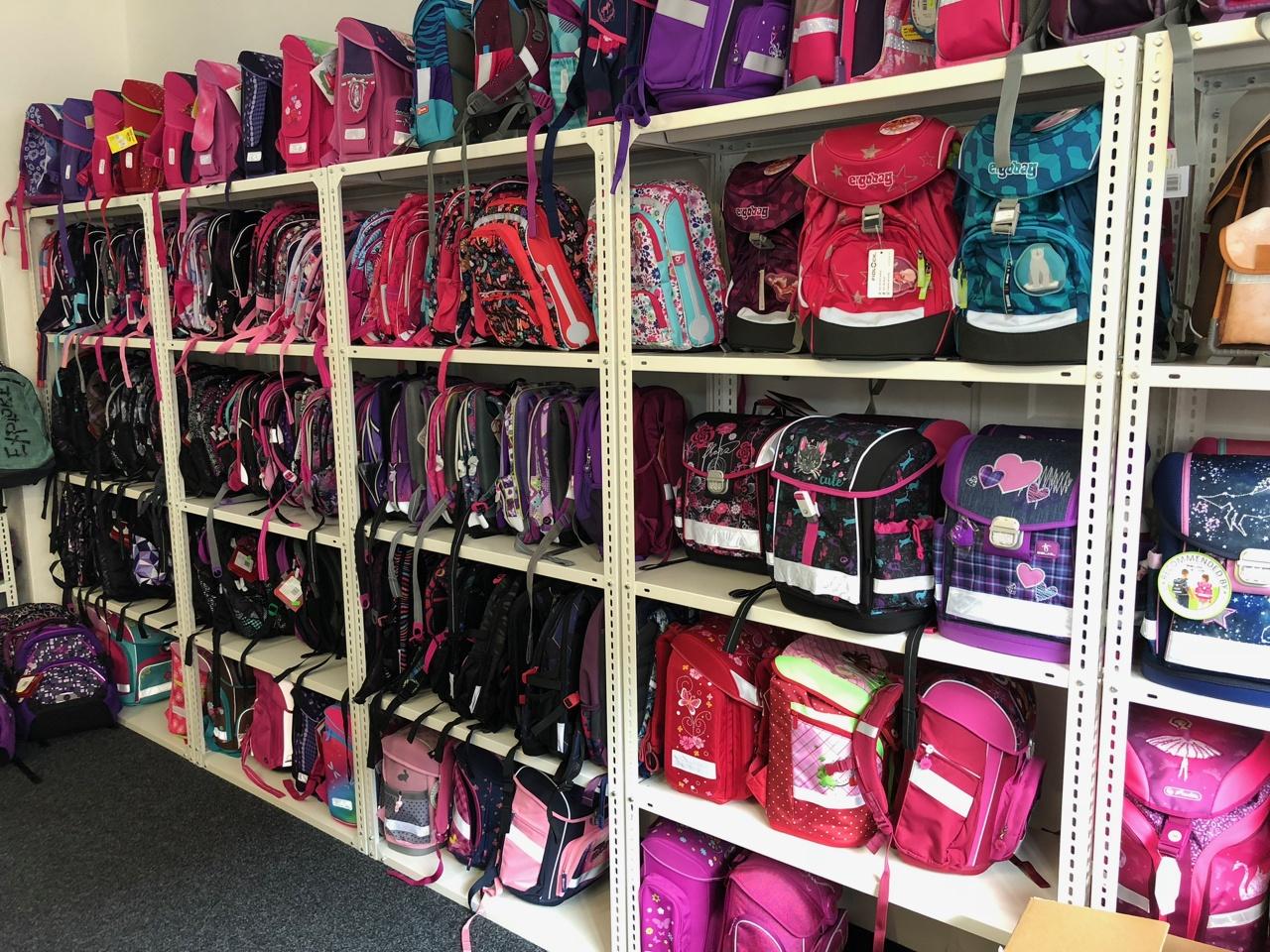 0e07e3eb2ec prodejna Školní batohy